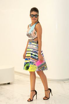 Dress: Clover Canyon / Sandals: Stuart Weitzman / Clutch: Fhits by Camila Coelho / Glasses Ray Ban (model: ERIKA) @Camilacfcoelho