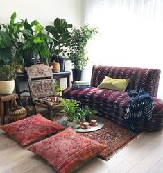 Making a shabby chic bohemian house is styling interiors with eclectic and vintage designs, using rustic wood furniture, architectural elements from Indian Havelis and antique doors with distressed… Meditation Raumdekor, Meditation Room Decor, Morning Meditation, Yoga Decor, Zen Yoga, Relaxation Room, Bohemian House, Bohemian Style, Bohemian Decor