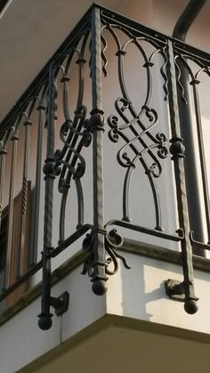 Iron Staircase, Interior Staircase, Metal Stairs, Iron Handrails, Balcony Railing Design, Door Gate Design, Iron Balcony, Grill Design, Iron Art