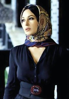 Guidelines for Basic Operation of AE influencers · 语雀 Monica Bellucci Makeup, Monica Bellucci Young, Monica Bellucci Photo, Monica Belluci, Anna, Bond Girls, Italian Actress, No Name, Beautiful Saree