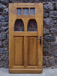 Haustüren holz antik  Alte edele Tür in Frankreich, Haustür aus Holz, eingefaßt in ...
