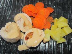 500gr de filet de poulet ou dinde 1 boule de mozarella coupé en 4 4/5 tomates sechées 4/5 feuilles de basilic sel poivre légumes au choix crème de soja ou autre 500ml d'eau et 1/2 cube de bouillon de légumes Au thermomix préparer la farce,mettre dans...