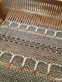 Yarn Harlot's Rigid Heddle - I know mine isn't a rigid heddle but I bet I could figure something like that out! Tablet Weaving, Weaving Art, Tapestry Weaving, Loom Weaving, Hand Weaving, Weaving Textiles, Weaving Patterns, Cricket Loom, Types Of Weaving