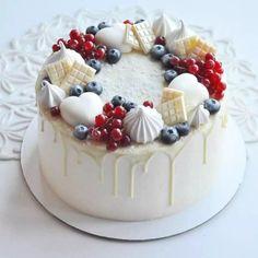 Especially beautiful cream cake, so beautiful! Especially beautiful cream cake, so beautiful! Especially beautiful cream cake, so beautiful! Pretty Cakes, Beautiful Cakes, Amazing Cakes, Mini Cakes, Cupcake Cakes, Cupcakes, Macaron Cake, Naked Cakes, Homemade Birthday Cakes