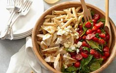 💕🍗 Pasta with Chicken, Spinach, Tomatoes, and Feta Cheese 🍗 💕  This recipe will make a light lunch 🍽 for one, or it can be expanded to use as a side dish for a family. 😋  #chickenrecipe #chicken #healthychicken