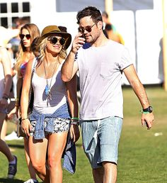 PHOTO: Friendly exes #HilaryDuff and #MikeComrie hang out at #Coachella