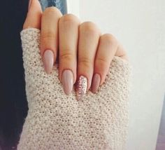 Nails dorado nude