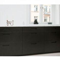 Instagram photo by pickyliving - Svarta köksluckor med grepp 3. #black #svart #köksluckor #cabinets #ikea #kitchen #kök #köksrenovering #exklusiv #exclusive #interior #interiör #buddha #marble #marmor #biancocarrara #köksinspiration #renovering #nordic #design #designinspiration #decoration #decor #stilren #minimal