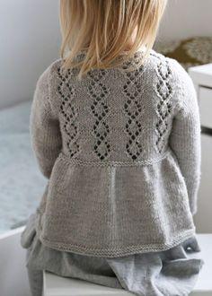 Mekkotehdas: Harmaa kietaisuneule Baby Cardigan Knitting Pattern Free, Kids Knitting Patterns, Knitted Baby Cardigan, Knitting For Kids, Knitting Designs, Handmade Baby Blankets, Knit Baby Dress, How To Purl Knit, Knit Fashion
