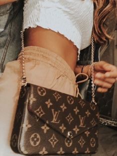 Louis Vuitton Bag, Streetwear Accessories, Street Style is part of Outfits - Neverfull Louis Vuitton, Mochila Louis Vuitton, Foulard Louis Vuitton, Louis Vuitton Handbags Crossbody, Louis Vuitton Heels, Louis Vuitton Crossbody Bag, Louis Vuitton Shoes Sneakers, Louis Vuitton Bags, Louis Vuitton Accessories