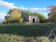 Ancienne chapelle qui sert aussi d'abris pour les brebis