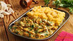 Piept de pui in sos de smantana cu usturoi si patrunjel Facebook Recipe, Romanian Food, Food Styling, Risotto, Mashed Potatoes, Recipies, Cooking Recipes, Chicken, Healthy