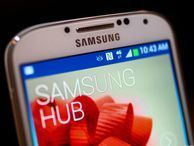 Samsung says Galaxy S4 battery woes 'limited', offers free batteries Samsung is offering free batteries to anyone who's found their Galaxy S4 losing power.