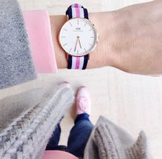 The Daniel Wellington watch with its interchangeable straps speaks for a classic and timeless design suitable for every occasion. Elegant Watches, Stylish Watches, Daniel Wellington Watch, Swatch, Bracelets Design, New Boyfriend, Vogue, Gift List, Bags