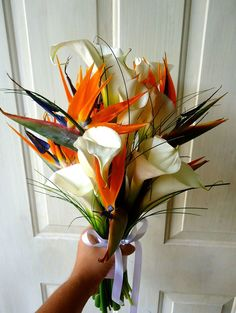 CBR276 Weddings Riviera Maya  orange and white bouquet with different shapes very exotic and tropical bouquet / ramo blanco y naranja con diferentes formas de flores  exótico  y tropical