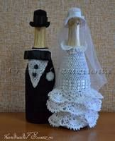 Wine Bottle Crafts, Bottle Art, Personalized Wall Decals, Wine Bottle Covers, Wedding Bottles, Crochet Wedding, Christmas Crochet Patterns, Crochet Round, Embroidery Jewelry