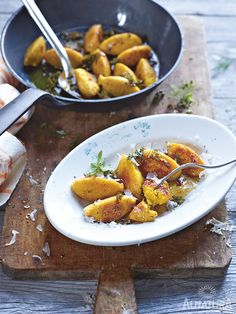 Hallo Herbst! Hallo Kürbis! Die kreative Küche rund um den orangenen Glücklichmacher hat wieder begonnen. Und alle so Yeah! | #Alnatura #Gnocchi #pumpkin is back