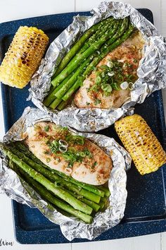 Foil-Packet Dinner Recipes That Make Cleanup a Breeze Honey lime chicken and veggies in foil. 15 Foil-Packet Dinner Recipes that Make Cleanup a BreezeHoney lime chicken and veggies in foil. 15 Foil-Packet Dinner Recipes that Make Cleanup a Breeze Chicken Recipes For Kids, Low Carb Chicken Recipes, Grilled Chicken Recipes, Cooking Recipes, Healthy Recipes, Cooking Food, Easy Cooking, Grilling Recipes, Delicious Recipes