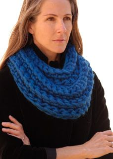 Thick and chunky infinity scarf. Free pattern.
