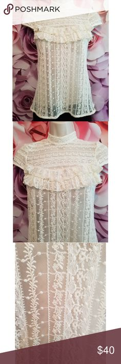 """Zara Basic White Lace Boho Blouse Top Size XS Excellent Condition Zara Lace Top  Pit to pit 14.5"""" Length 23"""" Zara Tops Blouses"""