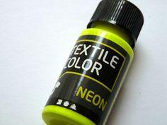 Neon ist im Trend, verschönere deine Textilien mit Stoffmalfarbe in angesagten Neontönen     1 Flasche 50 ml neongelb    Die Farbe eignet sich für ...