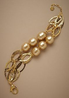 Diy Jewelry : Gold and pearls bracelet