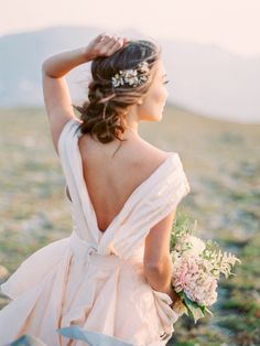 Dreamy in blush: http://www.stylemepretty.com/2015/10/15/mountaintop-colorado-bridal-shoot/ | Photography: Jennifer Blair - http://jenniferblairphotography.com/