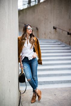 Camel Faux Suede Jacket Fall Street Style Inspo by The Girl From Panama Fashionista Trends, Fall Outfits, Casual Outfits, Fashion Outfits, Summer Outfits, Jeans Y Converse, Madewell, Blue Jeans, Neue Outfits