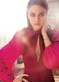 I think it should be illegal for Mila Kunis to be so beautiful.and yes, she is a celebrity crush. Estilo Mila Kunis, Mila Kunis Style, Divas, Looks Party, Girl Crushes, Famous Faces, Portraits, Scarlett Johansson, Outfit