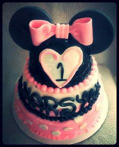 Minnie mouse cake :)