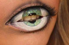 Smink leppene dine sånn at dem ser ut som ett øye