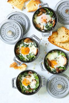 Easy peasy individual baked eggs with garlicky sautéed mushrooms and wilted spinach. Healthy, hearty and quick! Serve for breakfast, lunch or dinner with lots of buttered toast! Great for guests or for individual servings. Breakfast And Brunch, Breakfast Dishes, Healthy Breakfast Recipes, Brunch Recipes, Dinner Recipes, Healthy Recipes, Mexican Breakfast, Breakfast Pizza, Eggs And Mushrooms
