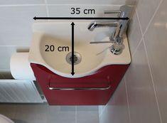 Vous cherchez comment installer un lave-mains dans vos toilettes malgré un petit espace ? Découvrez ce mini lave-mains ! Small Bathroom Sinks, Bathroom Hacks, Bathroom Spa, Japanese Soaking Tubs, Caravan Renovation, Puja Room, Small Bedroom Designs, Bathroom Inspiration, Basin