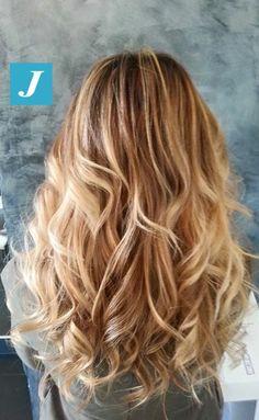 Snapped in salone! Degradé Joelle biondo...chic choice! #cdj #degradejoelle #tagliopuntearia #degradé #welovecdj #igers #naturalshades #hair #hairstyle #haircolour #haircut #fashion #longhair #style #hairfashion