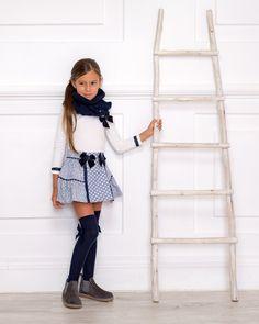 Outfit Conjunto Falda Topitos & Calzas Marino