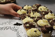 Vanilla Cupcakes Vanilla Cupcakes, Food Preparation, Desserts, Beautiful, Tailgate Desserts, Deserts, Dessert, Food Deserts