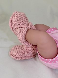 These fantastic booties are really quick and easy to make and look great on any newborn baby. The knitting pattern provides full instructions for 4 sizes, and there are lots of step by step photos to help you throughout.Baby's First Booties by MadMon Baby Booties Knitting Pattern, Love Knitting, Booties Crochet, Crochet Baby Booties, Knitting For Kids, Baby Knitting Patterns, Knitting Designs, Baby Patterns, Knitting Needles