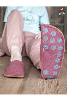 Christmas gift for women - wool slippers. So warm and comfrotable. Unique gift from husband, boyfriend ... #christmasgift #forwomen #womenslippers #burgundyslippers #giftforchristmas Fuzzy Slippers, Felted Slippers, Christmas Gifts For Women, Gifts For Mom, Cool Gifts, Unique Gifts, Natural Rubber Latex, Womens Slippers, Hygge