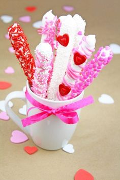 Wrap these pretty chocolate dipped pretzel rods with ribbon   CatchMyParty.com Valentines Day Chocolates, Valentines Day Party, Valentine Ideas, Diy Dessert, Chocolate Dipped Pretzel Rods, Baby Shower Cake Pops, Diy Shower, Valentine's Day Diy, Birthday Cupcakes