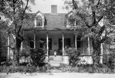 Front of the John Baynton House, located at 821 Main Street in Natchez, Mississippi, United States. Built in 1835,
