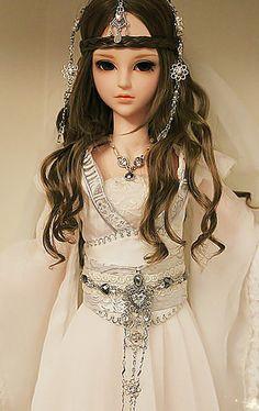 斑驳*采集到SD娃娃 Beautiful Dolls, Pretty Girls, Fantasy Art, Wonder Woman, Beauty, Dresses, Deviantart, Fashion, Cute Dolls