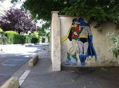 Batman-and-Robin-kissing.-By-memeIRL-in-France-1-liten
