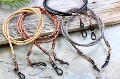 Portaojos de cuero trenzado rústico cadena de gafas para   Etsy Leather Lanyard, Leather Cord, Metal Jewelry, Beaded Jewelry, Diy Glasses, Eyeglass Holder, Diy For Men, Chains For Men, Braided Leather