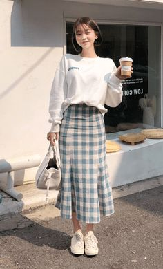 korean street fashion 20 Korean Spring Outfits for Street Style Korean Spring Outfits, Korean Outfit Street Styles, Korean Fashion Dress, Ulzzang Fashion, Korean Casual Fashion, Long Skirt Fashion, Long Skirt Outfits, Korean Style Clothing, Korean Winter Fashion Outfits