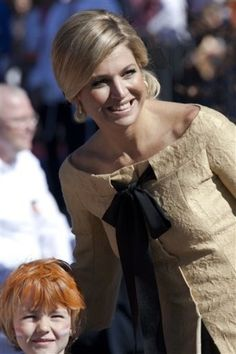 Maxima in dress by Edouard Vermeulen (Nathan) on Queensday Estilo Real, Dutch Royalty, Queen Dress, Queen Maxima, Princess Style, Celebs, Celebrities, Royal Fashion, Nassau