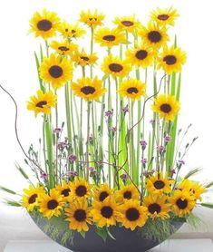 Contemporary Flower Arrangements, Creative Flower Arrangements, Church Flower Arrangements, Sunflower Floral Arrangements, Sunflower Centerpieces, Altar Flowers, Church Flowers, Sunflower Room, Arte Floral