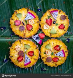 Fresh tropical fruit pizza with pineapple, strawberry, kiwi, grapes, banana and dragon Fruit Pizza Frosting, Fruit Pizza Bar, Mini Fruit Pizzas, Easy Fruit Pizza, Pizza Cups, Healthy Sugar Cookies, Sugar Cookies Recipe, Pizza Birthday Cake, Strawberry Kiwi