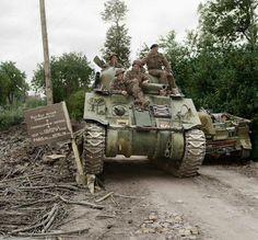 11 juillet 1944. Un Sherman du HQ 29th Armoured Brigade de la 11th Armoured Division près de Mondrainville.