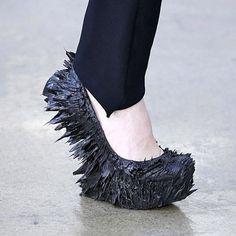 Jolan van der Wiel magnetic shoes for Iris van Herpen