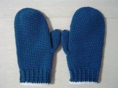 超簡単に編めるシンプルな手袋の作り方|編み物|編み物・手芸・ソーイング | アトリエ|手芸レシピ16,000件!みんなで作る手芸やハンドメイド作品、雑貨の作り方ポータル Crochet Scarves, Knit Crochet, Knit Mittens, Winter Warmers, Winter Outfits, Diy And Crafts, Crochet Patterns, Gloves, Knitting